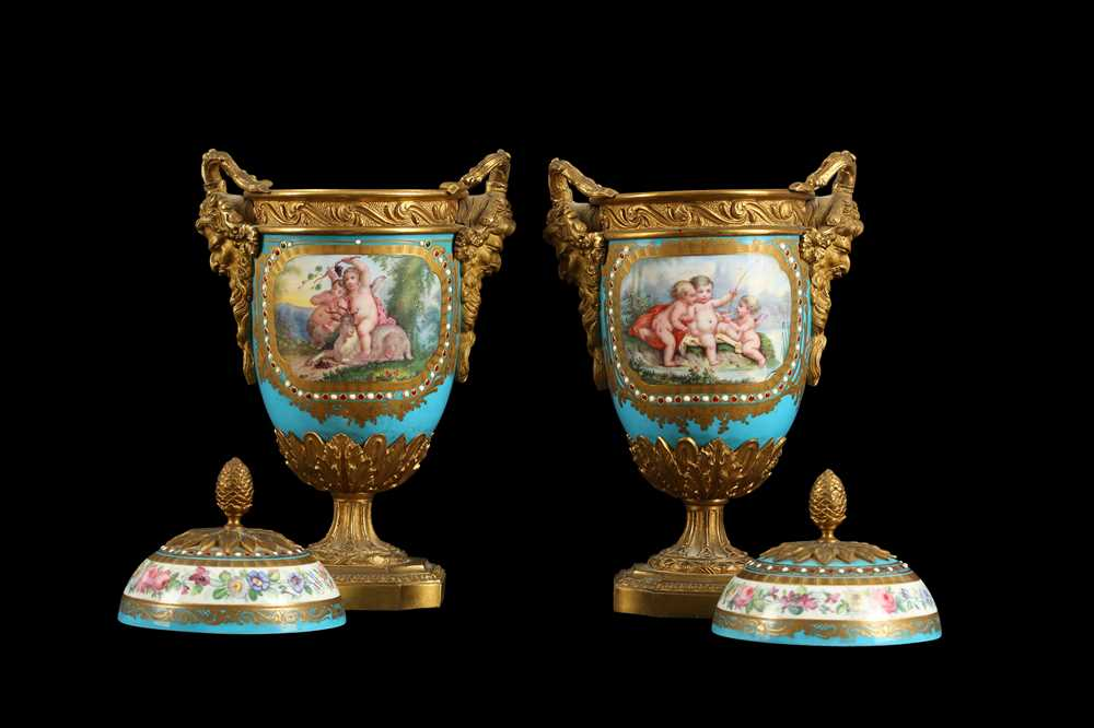 A PAIR OF 19TH CENTURY FRENCH SEVRES STYLE PORCELAIN AND ORMOLU MOUNTED URNS AND COVERS - Image 5 of 9