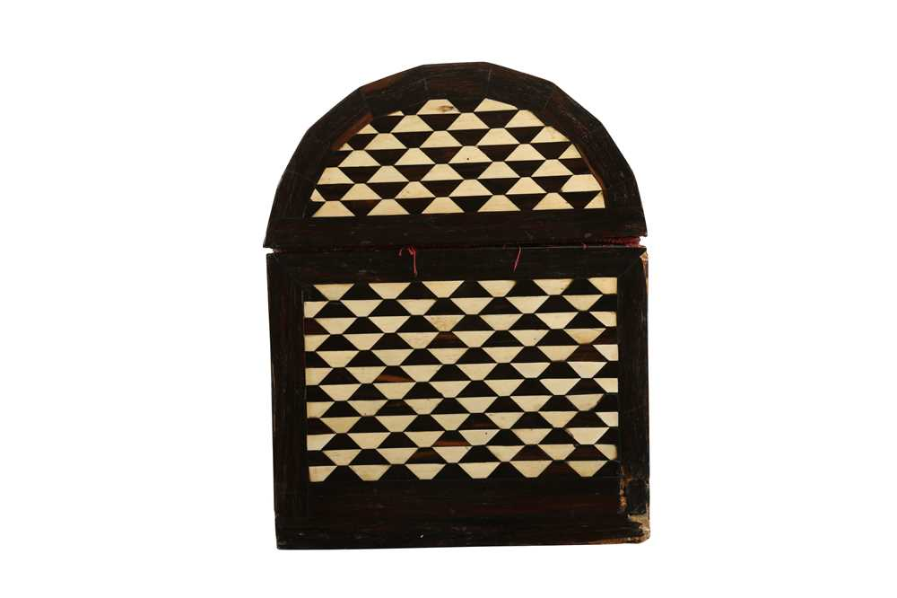 AN 18TH / 19TH CENTURY EBONY VENEERED AND BONE INLAID PARQUETRY ITALIAN CASKET (LOMBARDY) - Image 5 of 7