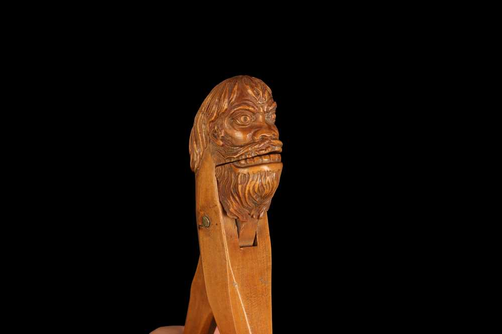 AN 18TH CENTURY FRENCH FRUITWOOD NUTCRACKER IN THE FORM OF A WILDMAN - Image 3 of 7