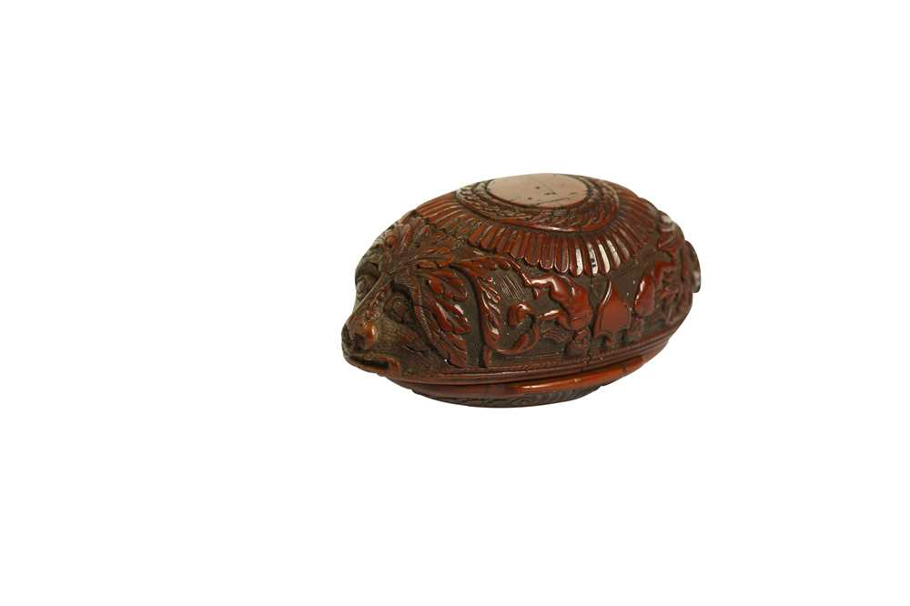 A RARE 18TH CENTURY COQUILLA NUT SNUFF BOX CARVED WITH A BEAST - Image 6 of 14