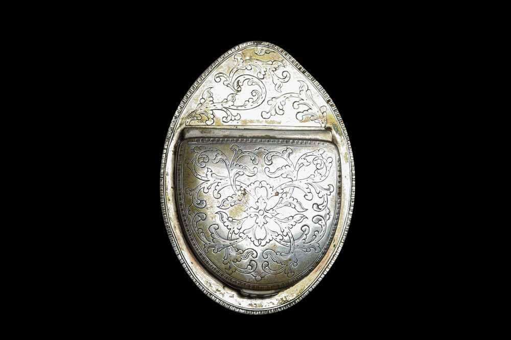 A MID 18TH CENTURY STAR TOROISESHELL AND SILVER MOUNTED SNUFF BOX, PROBABLY ITALIAN - Image 3 of 4