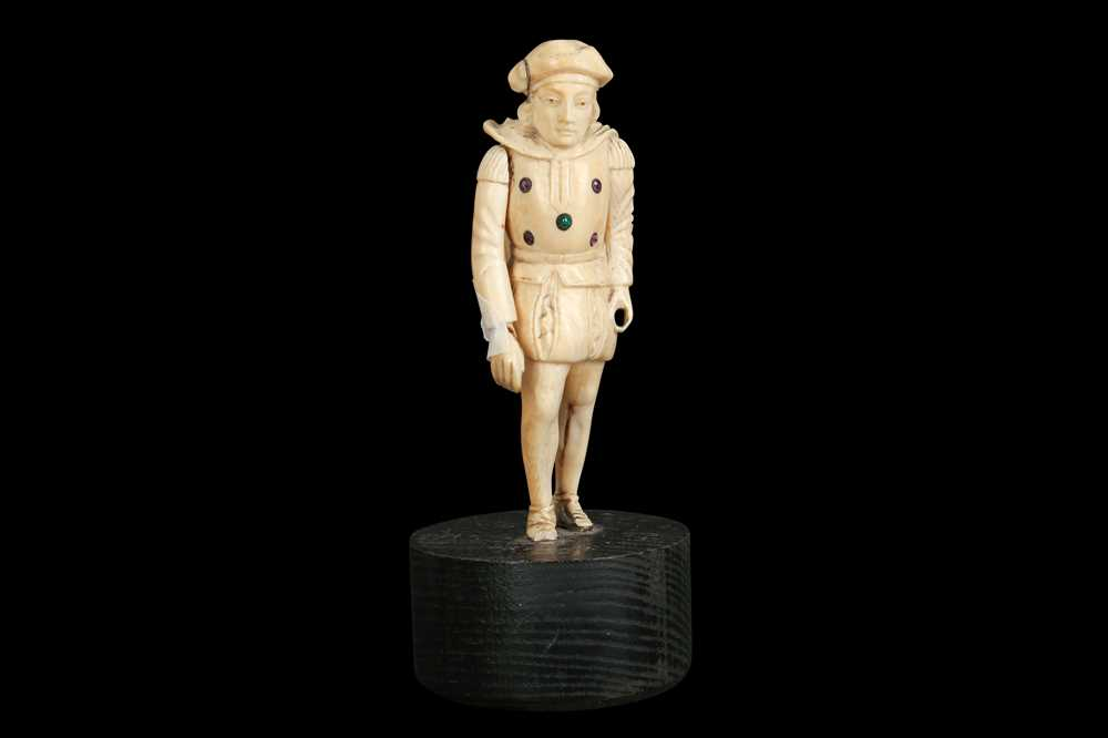 A LATE 18TH / EARLY 19TH CENTURY GERMAN IVORY FIGURE OF A RENAISSANCE MAN - Image 9 of 9