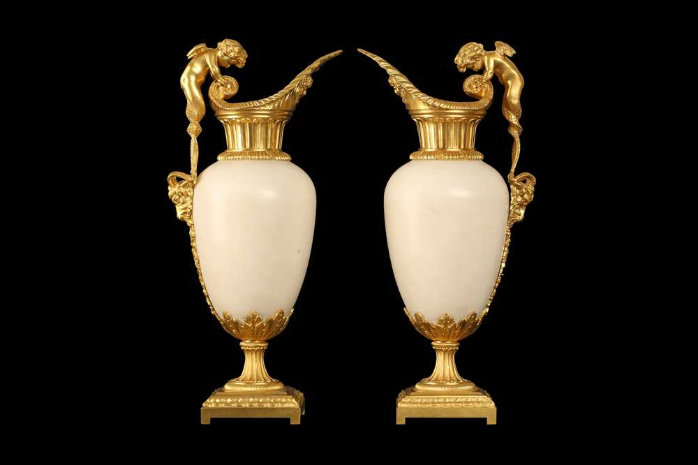 A FINE PAIR OF 19TH CENTURY FRENCH CARRARA MARBLE AND ORMOLU EWERS - Image 3 of 10