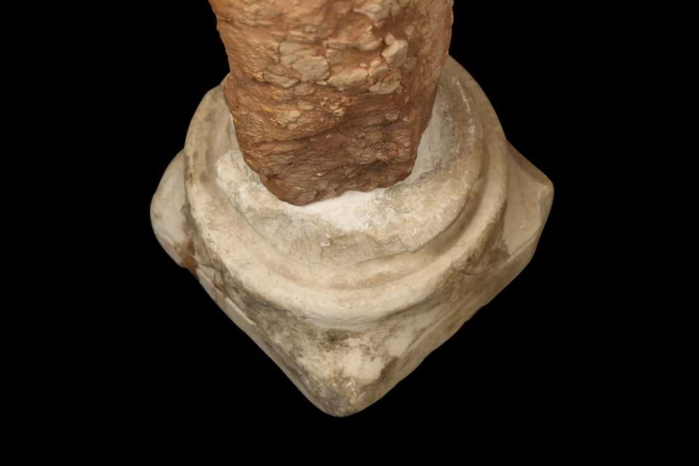 A ROMANESQUE STYLE MARBLE CAPITAL ON COLUMN, POSSIBLY 13TH CENTURY - Image 4 of 9