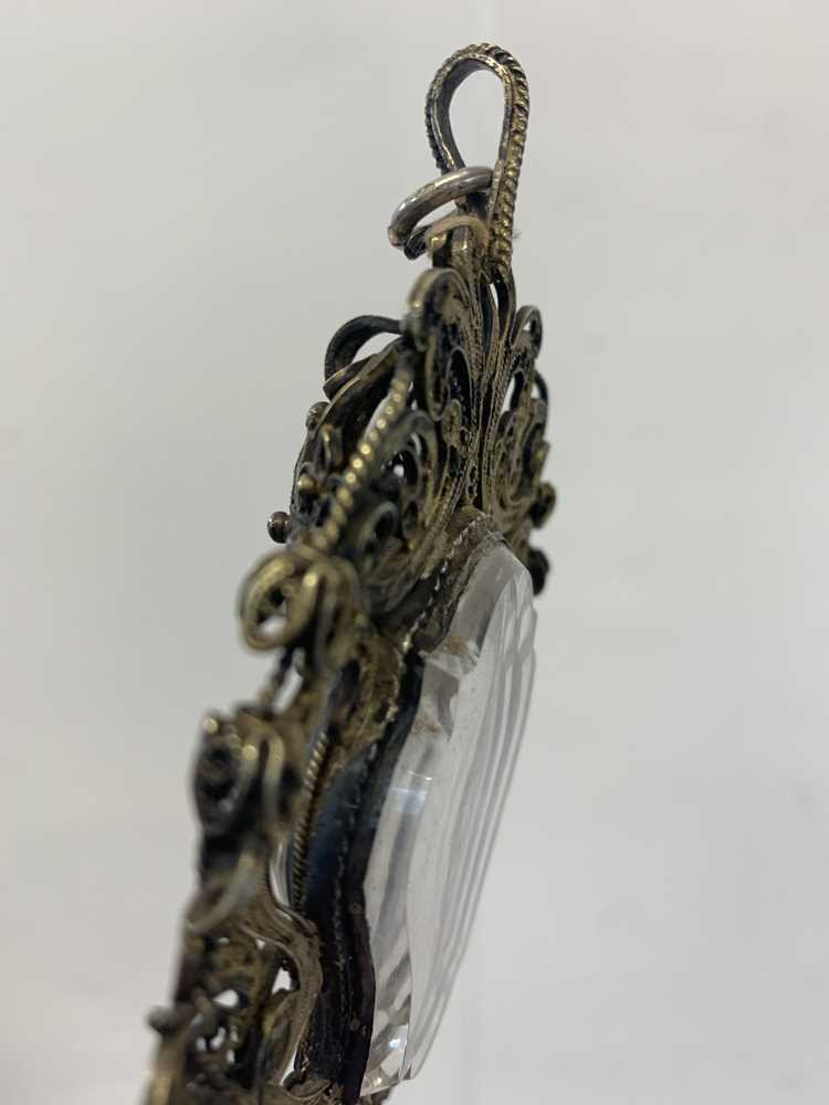 A 17TH CENTURY VENETIAN GILT METAL AND ROCK CRYSTAL RELIQUARY PENDANT - Image 5 of 7