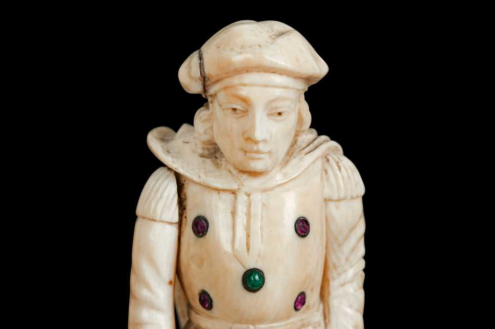 A LATE 18TH / EARLY 19TH CENTURY GERMAN IVORY FIGURE OF A RENAISSANCE MAN - Image 3 of 9