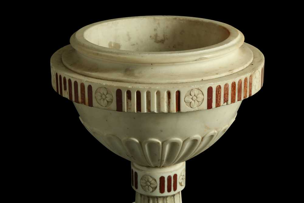 A LATE 18TH / EARLY 19TH CENTURY ITALIAN NEO-CLASSICAL MARBLE URN - Image 5 of 6