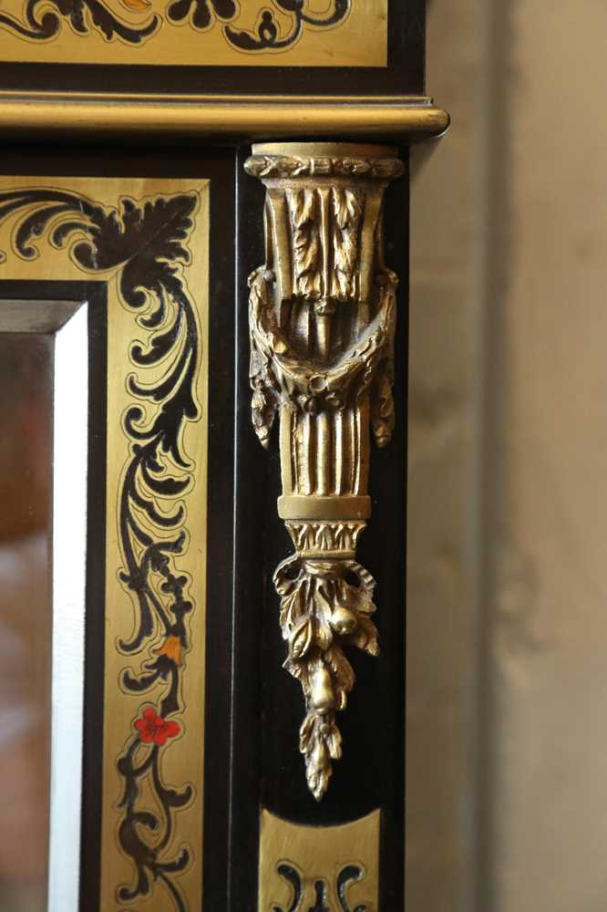 A FINE 19TH CENTURY FRENCH EBONISED BOOKCASE INLAID WITH IVORY, PEWTER AND STAINED TORTOISESHELL NAP - Image 7 of 7