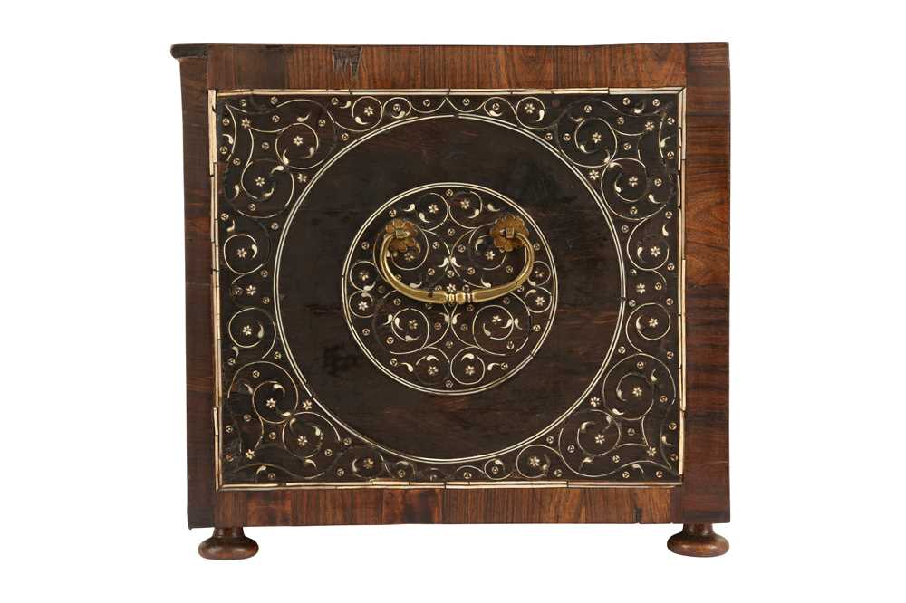 A LATE 17TH / EARLY 18TH CENTURY INDO-PORTUGUESE ROSEWOOD AND IVORY TABLE CABINET - Image 6 of 11