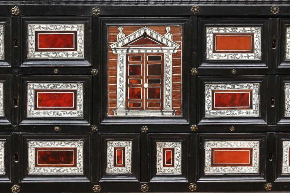 A 17TH CENTURY FLEMISH EBONY, TORTOISESHELL, IVORY, SNAKEWOOD AND BONE COLLECTOR'S CABINET - Image 4 of 12