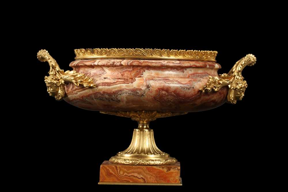 AN EARLY 20TH CENTURY HARD STONE AND ORMOLU MOUNTED JARDINIERE - Image 9 of 12