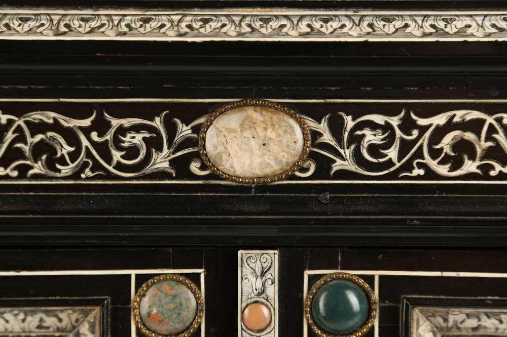 A 19TH CENTURY ITALIAN EBONISED, HARDSTONE AND IVORY INLAID TABLE CABINET - Image 4 of 12
