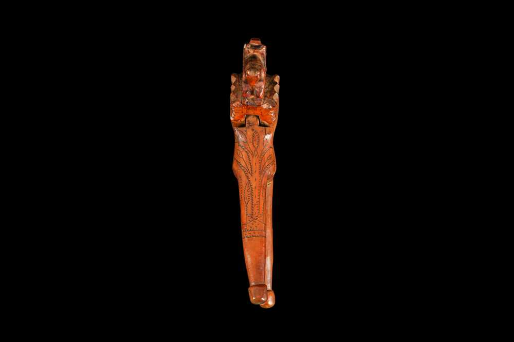 AN EARLY 18TH CENTURY ENGLISH QUEEN ANNE PERIOD YEW WOOD NUTCRACKER - Image 3 of 5
