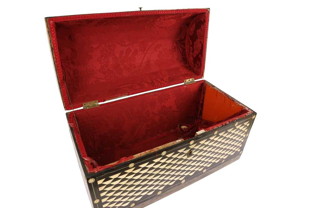 AN 18TH / 19TH CENTURY EBONY VENEERED AND BONE INLAID PARQUETRY ITALIAN CASKET (LOMBARDY) - Image 3 of 7