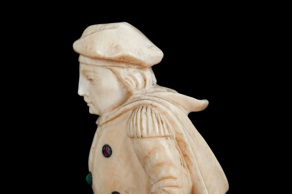 A LATE 18TH / EARLY 19TH CENTURY GERMAN IVORY FIGURE OF A RENAISSANCE MAN - Image 6 of 9