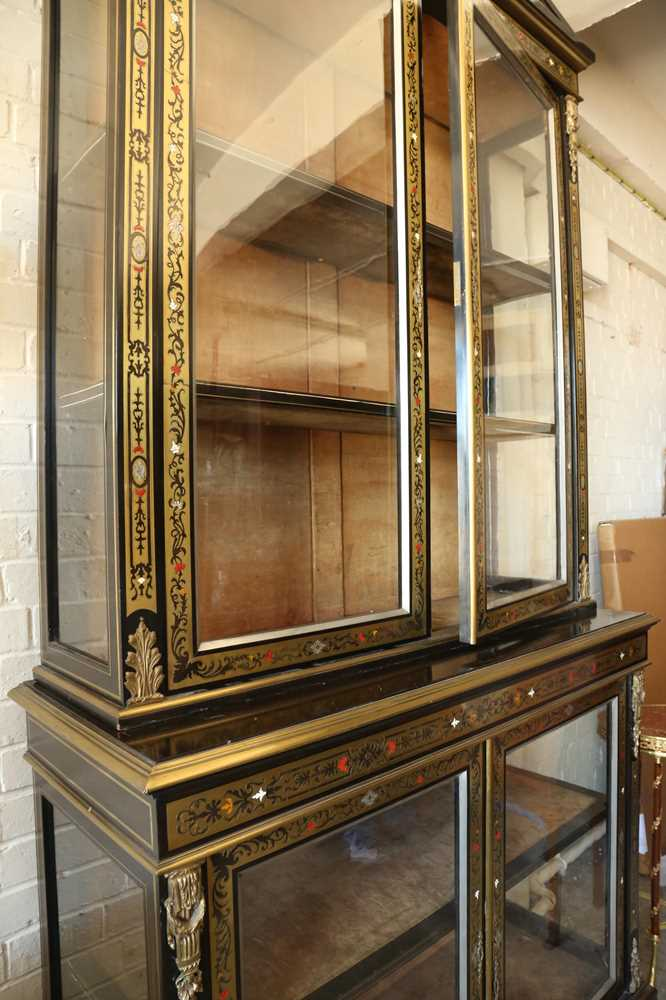 A FINE 19TH CENTURY FRENCH EBONISED BOOKCASE INLAID WITH IVORY, PEWTER AND STAINED TORTOISESHELL NAP - Image 4 of 7