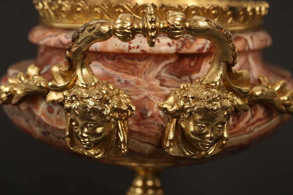 AN EARLY 20TH CENTURY HARD STONE AND ORMOLU MOUNTED JARDINIERE - Image 4 of 12