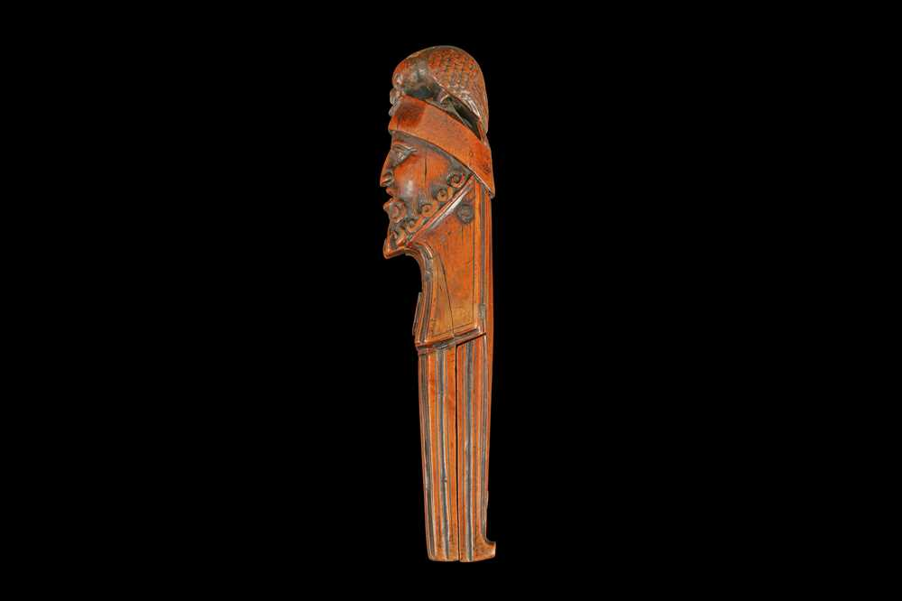A 16TH CENTURY FRENCH RENAISSANCE CARVED BOXWOOD NUTCRACKER, CIRCA 1580 - Image 4 of 8