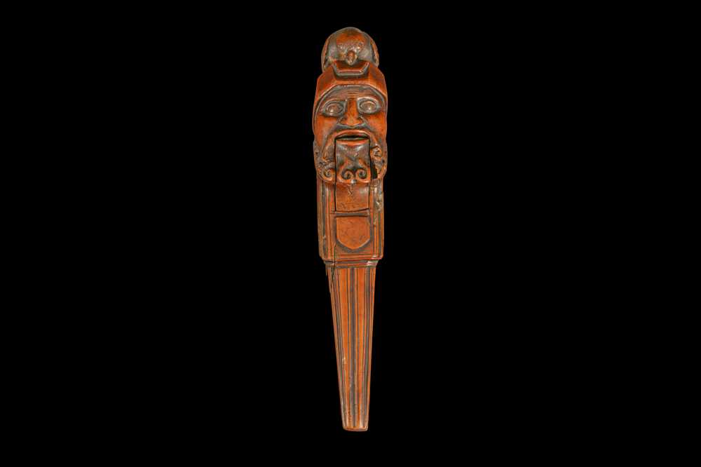 A 16TH CENTURY FRENCH RENAISSANCE CARVED BOXWOOD NUTCRACKER, CIRCA 1580 - Image 5 of 8