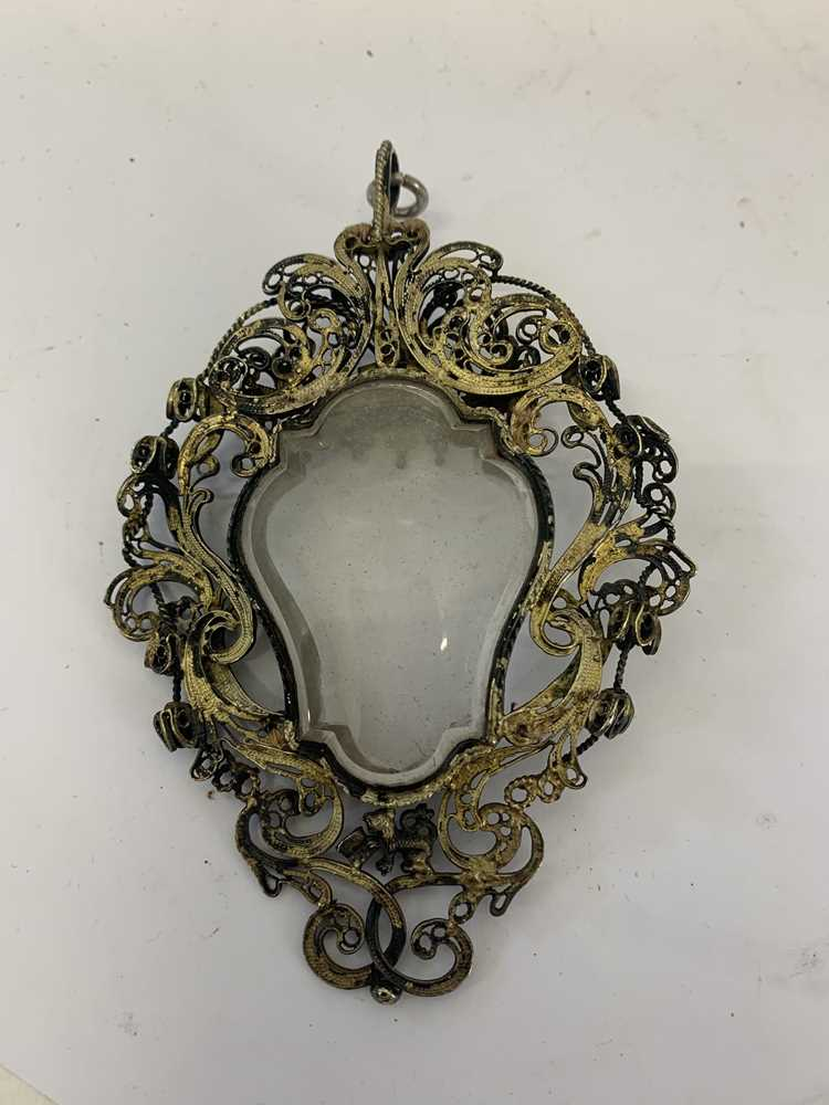 A 17TH CENTURY VENETIAN GILT METAL AND ROCK CRYSTAL RELIQUARY PENDANT - Image 2 of 7
