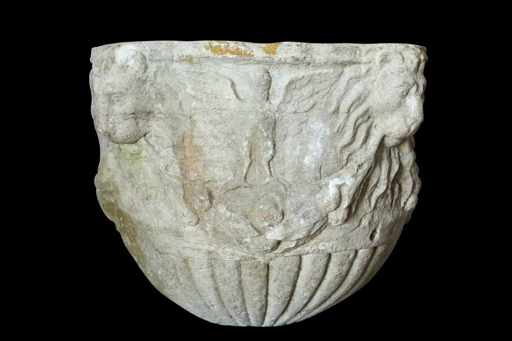 A 15TH / 16TH CENTURY ITALIAN CARVED MARBLE VESSEL DECORATED WITH LION MASKS AND BIRDS - Image 4 of 10