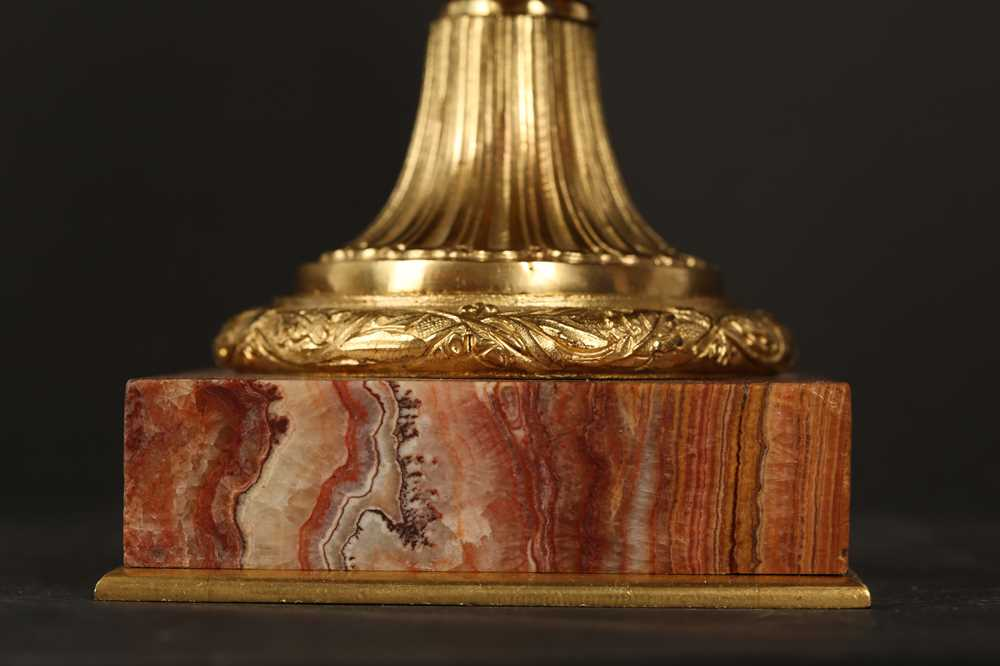 AN EARLY 20TH CENTURY HARD STONE AND ORMOLU MOUNTED JARDINIERE - Image 3 of 12