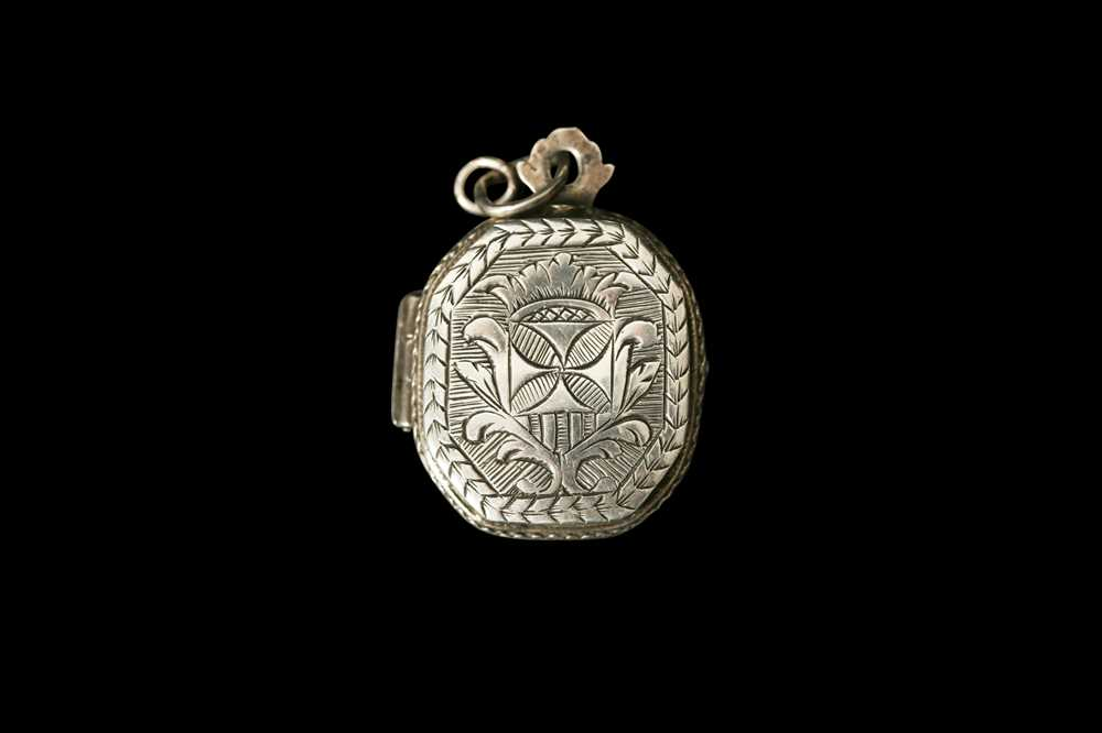 AN 18TH CENTURY SPANISH SILVER SACRED HEART RELIQUARY LOCKET - Image 2 of 5