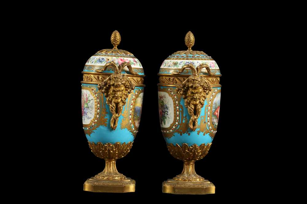 A PAIR OF 19TH CENTURY FRENCH SEVRES STYLE PORCELAIN AND ORMOLU MOUNTED URNS AND COVERS - Image 4 of 9