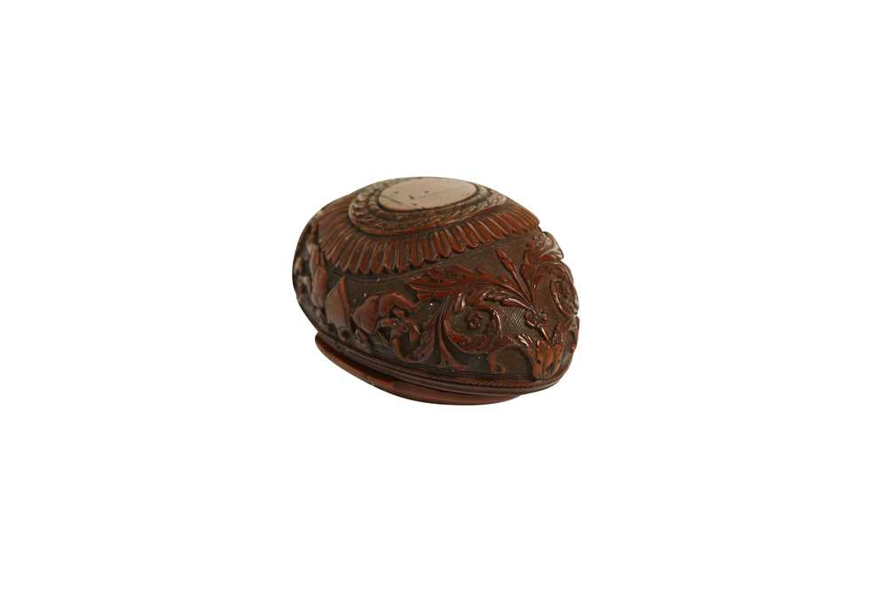A RARE 18TH CENTURY COQUILLA NUT SNUFF BOX CARVED WITH A BEAST - Image 7 of 14