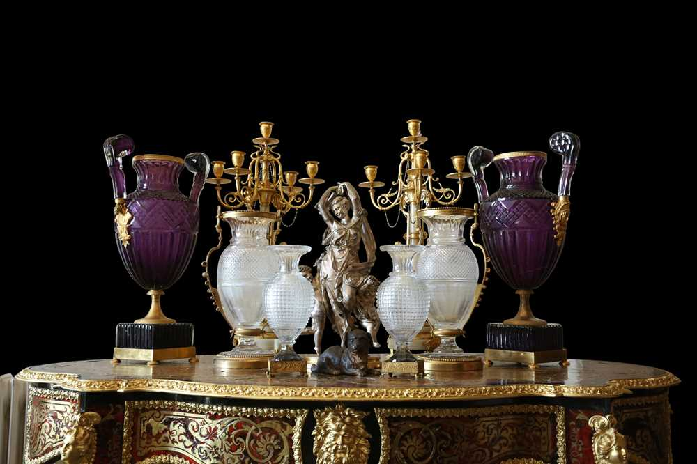 A PAIR OF LARGE 20TH CENTURY RUSSIAN AMETHYST GLASS AND ORMOLU MOUNTED VASES AFTER THE MODEL BY THE - Image 2 of 10