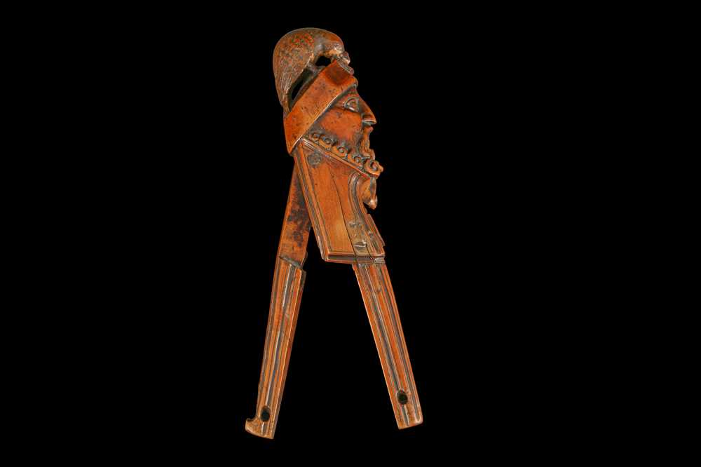 A 16TH CENTURY FRENCH RENAISSANCE CARVED BOXWOOD NUTCRACKER, CIRCA 1580 - Image 7 of 8