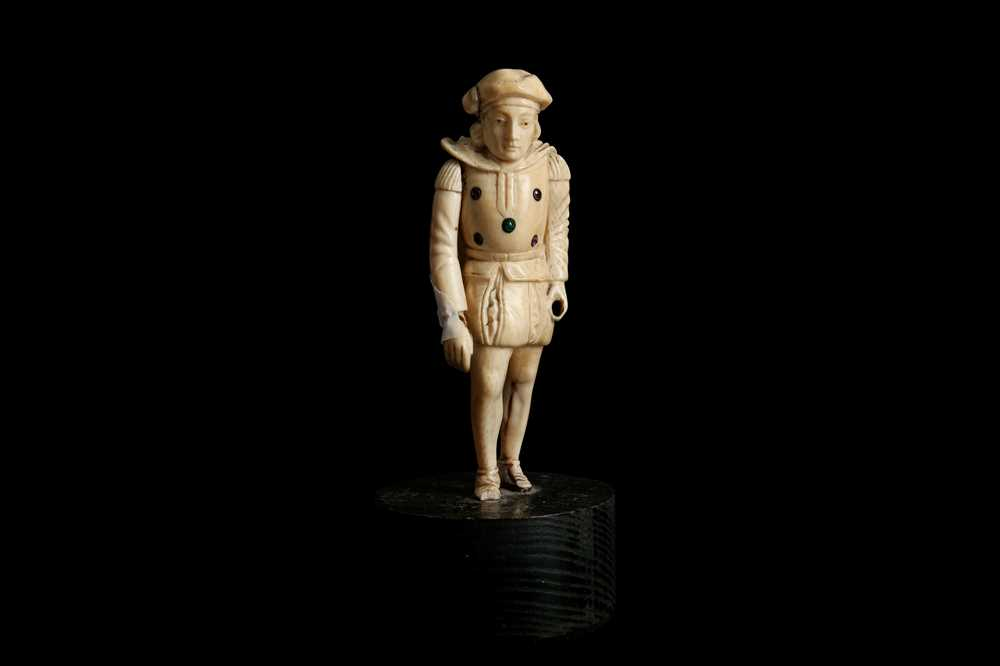 A LATE 18TH / EARLY 19TH CENTURY GERMAN IVORY FIGURE OF A RENAISSANCE MAN
