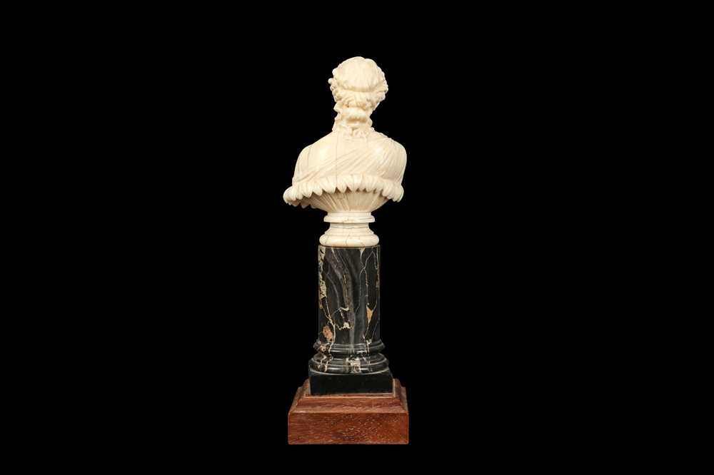 A 19TH CENTURY DIEPPE IVORY BUST OF CLYTIE, AFTER THE ANTIQUE - Image 4 of 5