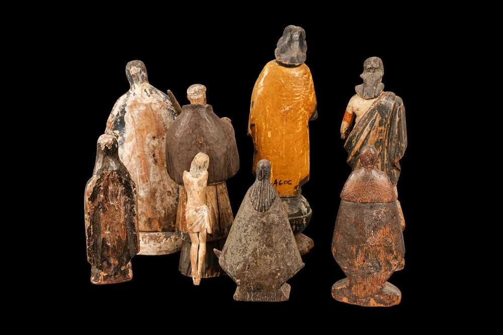 AN 18TH CENTURY PORTUGUESE COLONIAL FIGURE OF THE VIRGIN TOGETHER WITH SEVEN FURTHER FIGURES - Image 2 of 4