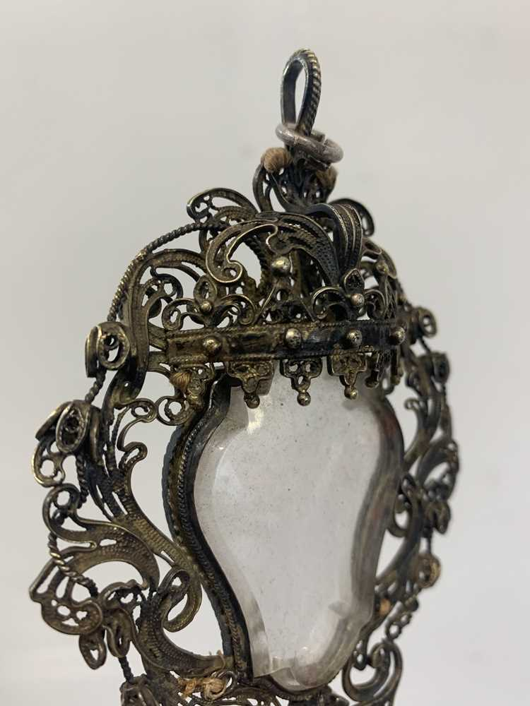 A 17TH CENTURY VENETIAN GILT METAL AND ROCK CRYSTAL RELIQUARY PENDANT - Image 6 of 7