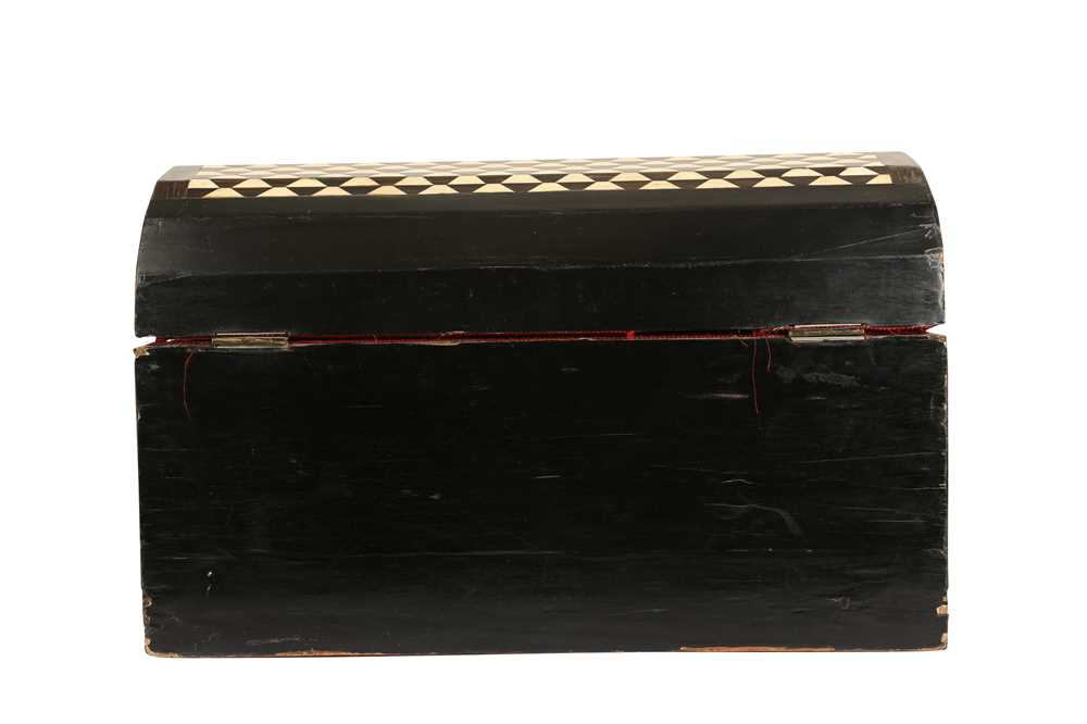 AN 18TH / 19TH CENTURY EBONY VENEERED AND BONE INLAID PARQUETRY ITALIAN CASKET (LOMBARDY) - Image 2 of 7