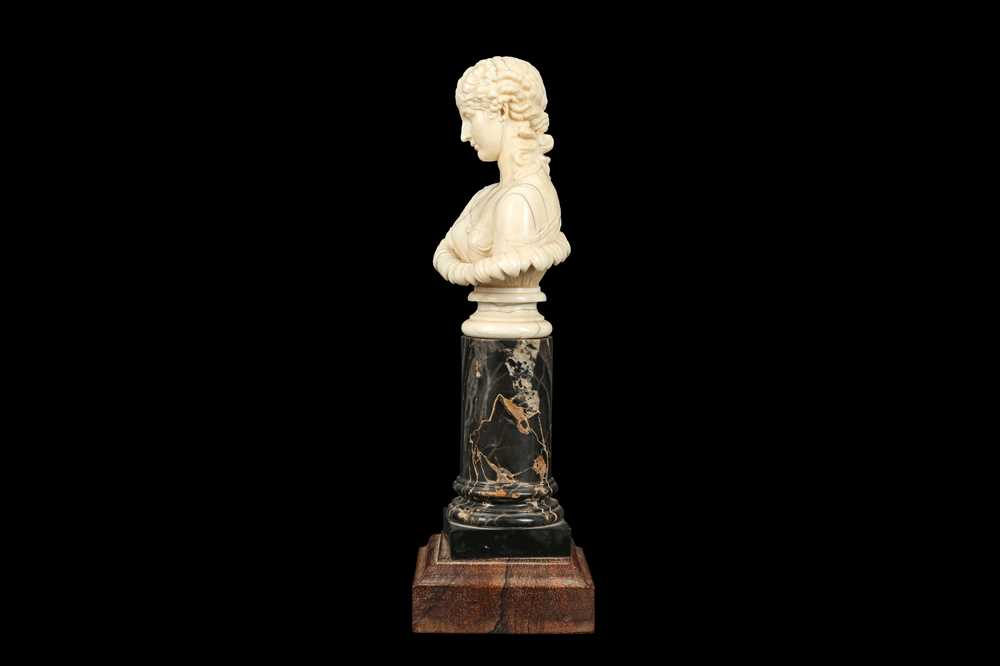 A 19TH CENTURY DIEPPE IVORY BUST OF CLYTIE, AFTER THE ANTIQUE - Image 3 of 5