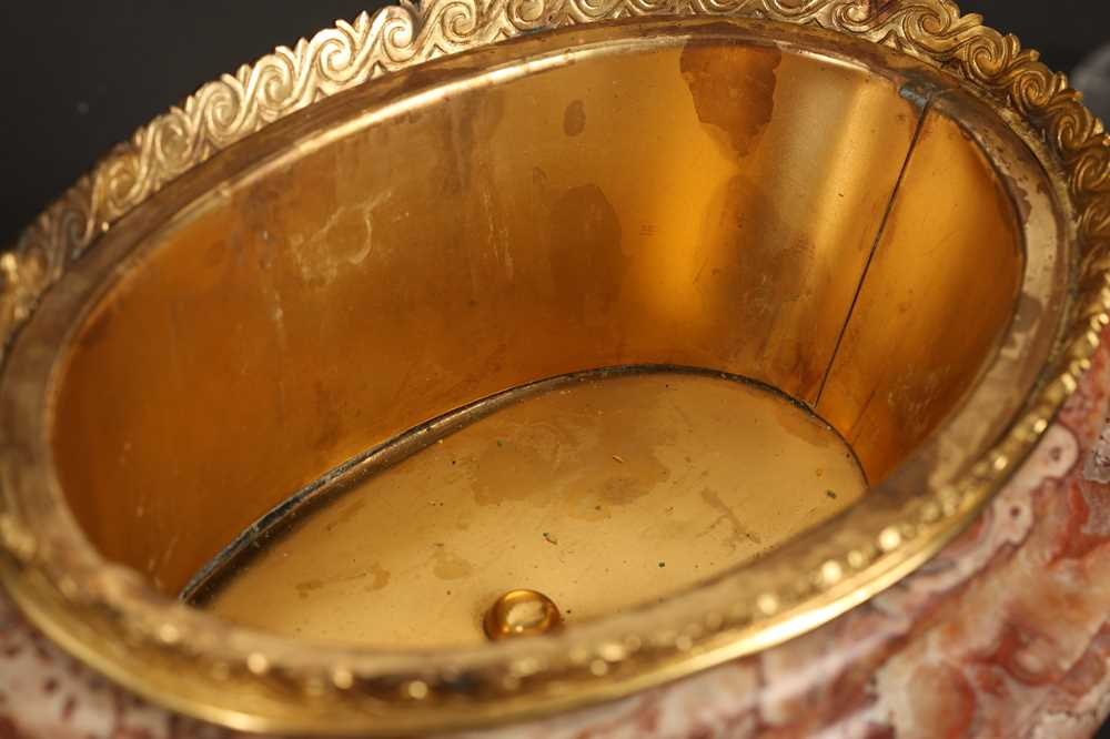 AN EARLY 20TH CENTURY HARD STONE AND ORMOLU MOUNTED JARDINIERE - Image 5 of 12