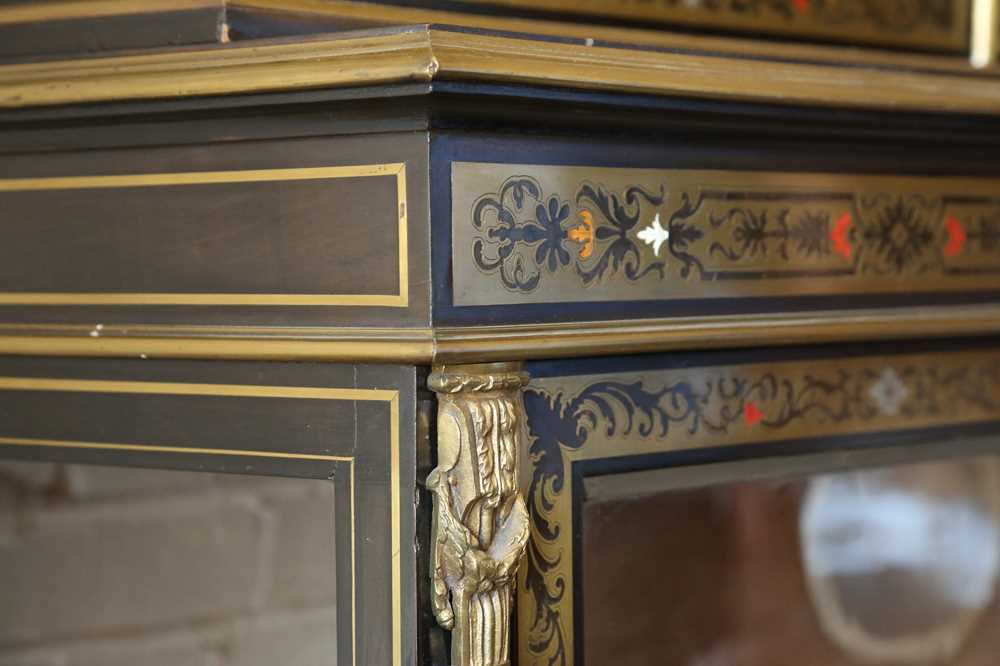 A FINE 19TH CENTURY FRENCH EBONISED BOOKCASE INLAID WITH IVORY, PEWTER AND STAINED TORTOISESHELL NAP - Image 6 of 7
