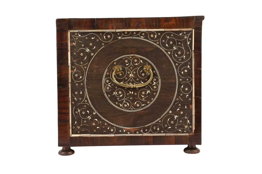 A LATE 17TH / EARLY 18TH CENTURY INDO-PORTUGUESE ROSEWOOD AND IVORY TABLE CABINET - Image 9 of 11