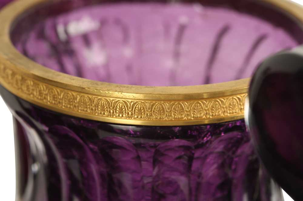 A PAIR OF LARGE 20TH CENTURY RUSSIAN AMETHYST GLASS AND ORMOLU MOUNTED VASES AFTER THE MODEL BY THE - Image 3 of 10