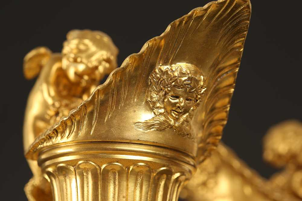 A FINE PAIR OF 19TH CENTURY FRENCH CARRARA MARBLE AND ORMOLU EWERS - Image 6 of 10