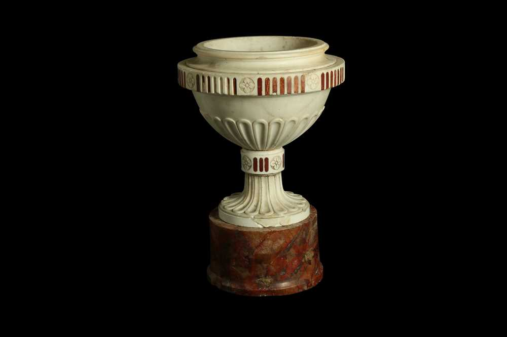 A LATE 18TH / EARLY 19TH CENTURY ITALIAN NEO-CLASSICAL MARBLE URN