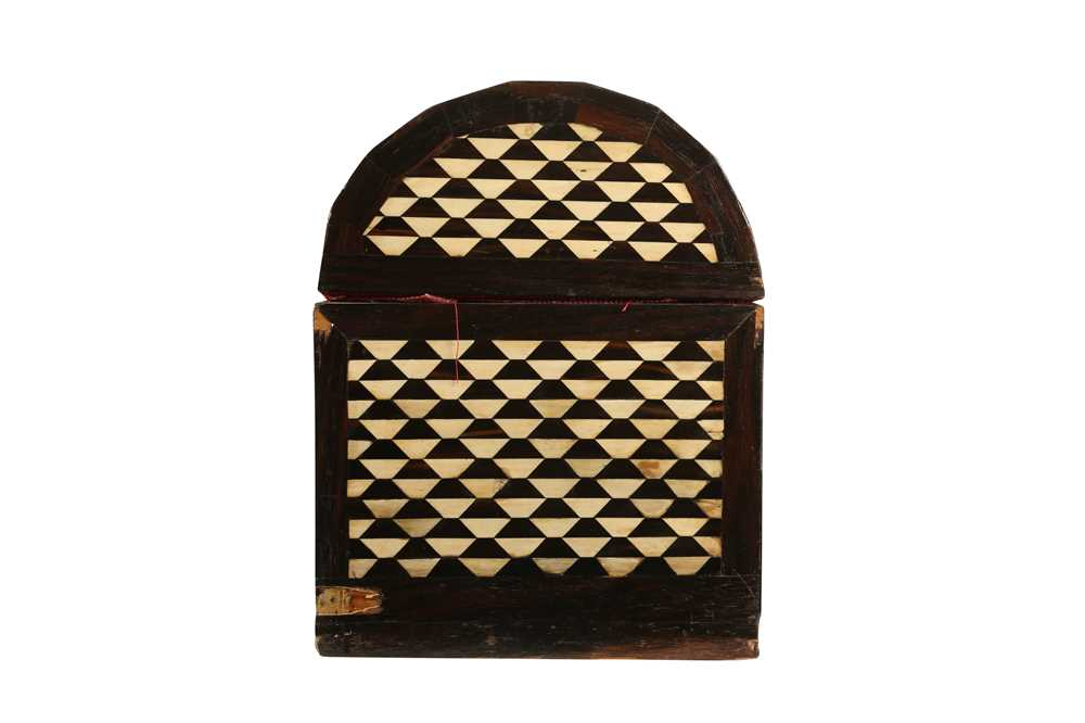 AN 18TH / 19TH CENTURY EBONY VENEERED AND BONE INLAID PARQUETRY ITALIAN CASKET (LOMBARDY) - Image 4 of 7