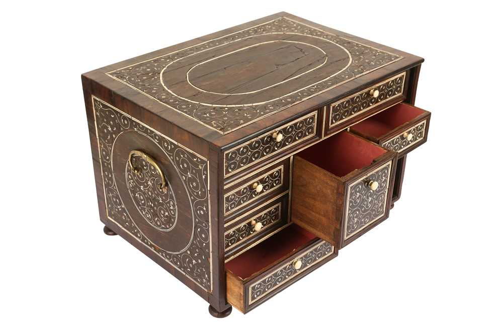 A LATE 17TH / EARLY 18TH CENTURY INDO-PORTUGUESE ROSEWOOD AND IVORY TABLE CABINET - Image 3 of 11