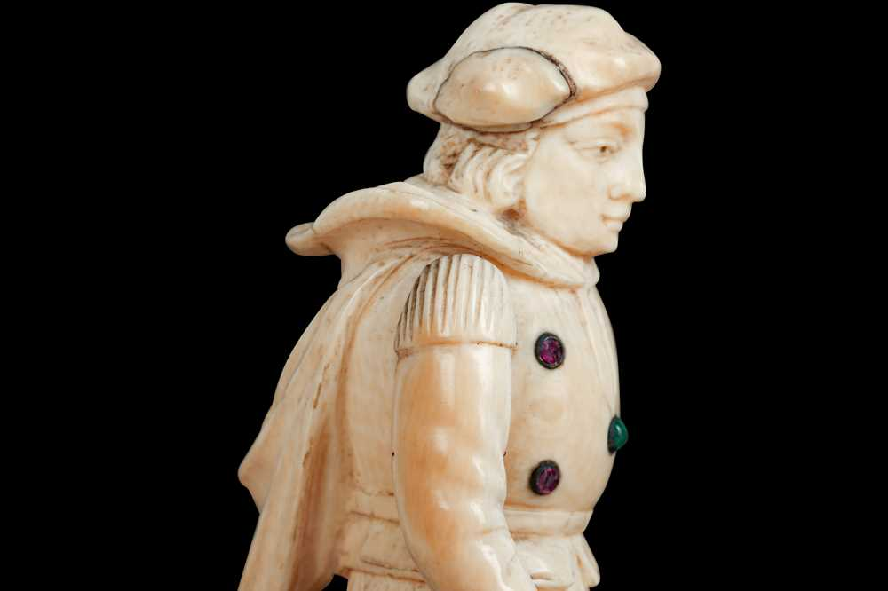 A LATE 18TH / EARLY 19TH CENTURY GERMAN IVORY FIGURE OF A RENAISSANCE MAN - Image 4 of 9