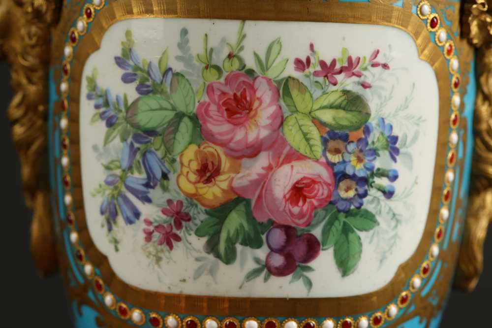 A PAIR OF 19TH CENTURY FRENCH SEVRES STYLE PORCELAIN AND ORMOLU MOUNTED URNS AND COVERS - Image 9 of 9