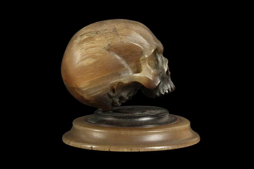A RARE 17TH CENTURY GERMAN RHINOCEROS HORN MODEL OF A HUMAN SKULL - Image 2 of 7