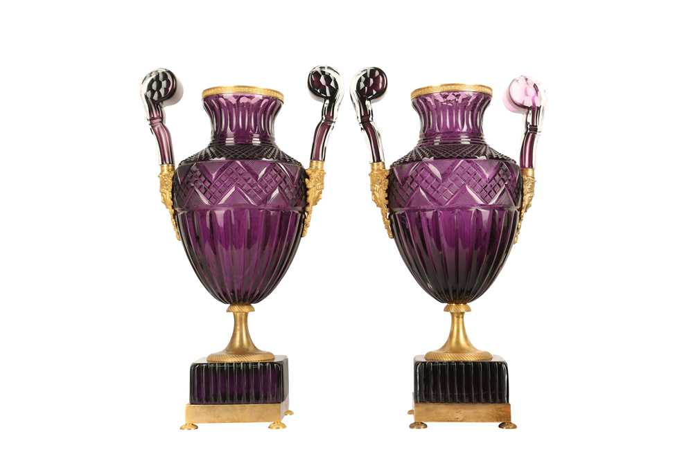 A PAIR OF LARGE 20TH CENTURY RUSSIAN AMETHYST GLASS AND ORMOLU MOUNTED VASES AFTER THE MODEL BY THE - Image 6 of 10