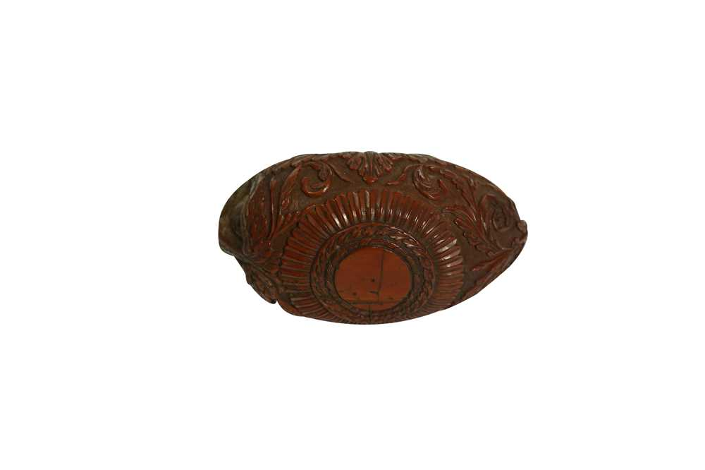 A RARE 18TH CENTURY COQUILLA NUT SNUFF BOX CARVED WITH A BEAST - Image 3 of 14